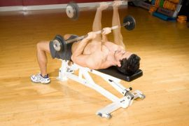 breast_Close_Grip_Bench_Press